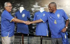 Zito (esquerda) e Djalma dos Santos durante evento da CBF no Rio de Janeiro.    21/01/2008   REUTERS/Sergio Moraes
