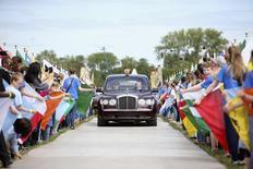 Rainha Elizabeth chega para celebrações dos 800 anos da Magna Carta em Runnymede. 15/06/2015 REUTERS/Chris Jackson/Pool