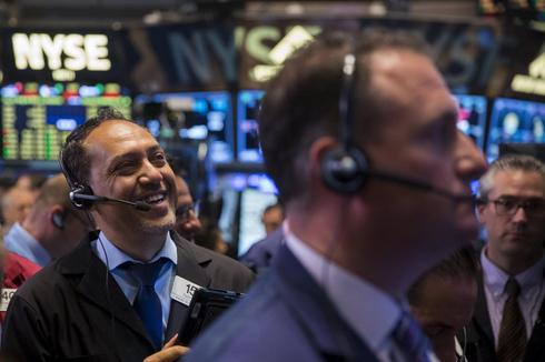 Wall St falls as Greek deadline looms; indexes up for week