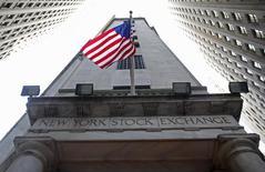 Wall Street était en léger repli vendredi après l'ouverture, marquant une pause après le record vieux de plus de 15 ans battu la veille par le Nasdaq Composite. Vers 13h40 GMT, le Dow Jones perd 0,23%, à 18.074,20. Le Standard & Poor's 500 recule de 0,23% et le Nasdaq cède 0,19%. /Photo d'archives/REUTERS/Chip East