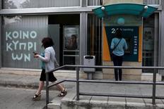 A Nicosie. Le Fonds monétaire international (FMI) a annoncé vendredi avoir terminé ses revues des plans d'ajustement économique de Chypre, ce qui lui permet de débloquer environ 278,4 millions d'euros. /Photo prise le 29 mai 2015/REUTERS/Yiannis Kourtoglou