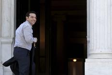 Le gouvernement d'Alexis Tsipras se réunit dimanche, à la veille d'un sommet extraordinaire des dirigeants des pays de la zone euro destiné à débloquer l'impasse dans les négociations sur la dette d'Athènes. /Photo prise le 20 juin 2015/REUTERS/Alkis Konstantinidis