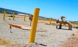 Energy Transfer Equity (ETE) a confirmé avoir lancé une offre non-sollicitée de 48 milliards de dollars (42 milliards d'euros) sur l'exploitant de gazoducs américain Williams Companies, qui avait, quelques heures auparavant, rejeté la proposition, l'estimant bien trop basse. /Photo d'archives/REUTERS/George Frey