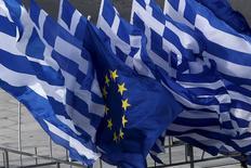 Les partenaires de la Grèce dans la zone euro ont salué lundi les nouvelles propositions de réformes avancées par le gouvernement d'Alexis Tsipras en jugeant qu'elles pourraient servir de base à un accord cette semaine pour permettre au pays d'obtenir une aide financière et éviter ainsi un défaut sur sa dette. /Photo prise le 22 juin 2015/   REUTERS/Yannis Behrakis