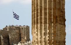 Bandeira da Grécia na Acrópole, em Atenas. 26/06/2015 REUTERS/Yannis Behrakis