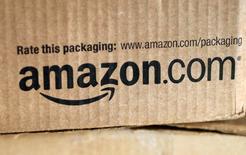 Amazon est l'une des valeurs à suivre sur les marchés américains lundi. Le groupe a annoncé vendredi le développement de ses activités au Mexique, pays où, à ce stade, le géant du commerce électronique ne vend que des livres électroniques. /Photo d'archives/REUTERS/Rick Wilking