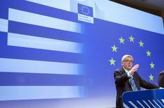Le président de la Commission européenne Jean-Claude Juncker a exhorté lundi les citoyens grecs à mesurer l'importance des concessions faites par leurs créanciers et à approuver lors du référendum de dimanche le projet d'accord que leur gouvernement a rejeté. /Photo prise le 29 juin 2015/REUTERS/Yves Herman