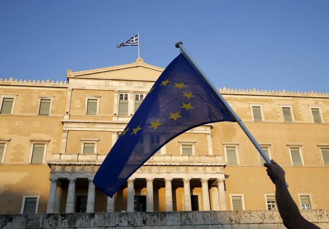 6月30日、ギリシャ政府が結果を尊重すると表明している国民投票が終わるまでは、ギリシャを法律面と資金面でどう扱うかを議論するにはあまりにも政治情勢が混沌とし過ぎている。アテネで18日撮影(2015年 ロイター/Yannis Behrakis)