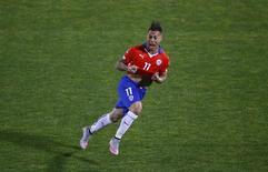 Atacante chileno Eduardo Vargas comemorando seu segundo gol na partida contra o Peru na Copa América.   30/06/2015    REUTERS/Ricardo Moraes