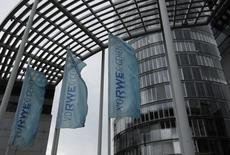Le groupe allemand RWE envisage une restructuration qui pourrait le conduire à fusionner RWE Generation, sa filiale de production d'électricité traditionnelle, et RWE Innogy, spécialisée dans les énergies renouvelables, selon le quotidien Rheinische Post. /Photo d'archives/REUTERS/Ina Fassbender