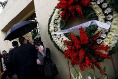 Un arreglo floral afuera del velatorio de Jacobo Zabludovsky, afuera del panteón israelí, en Ciudad de México, 2 de julio de 2015. El reconocido periodista mexicano Jacobo Zabludovsky, con más de 70 años de carrera, falleció la madrugada del jueves a los 87 años a causa de un derrame cerebral. REUTERS/Edgard Garrido