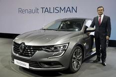 Le PDG de Renault, Carlos Ghosn, a présenté au château de Chantilly (Oise) la Talisman, sa nouvelle grande berline grâce à laquelle le constructeur français espère capter une partie d'un segment dominé par les constructeurs allemands. /Photo prise le 6 juillet 2015/REUTERS/Philippe Wojazer