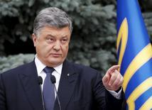 Президент Украины Петр Порошенко выступает в Киеве 1 июля 2015 года. Украинский президент Петр Порошенко сказал, что Киев продолжит транзит российского газа в Европу и после 2019 года, когда закончится текущий контракт с Газпромом. REUTERS/Valentyn Ogirenko