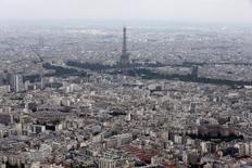 La Banque de France a abaissé mercredi de 0,1 point à +0,2% sa prévision de croissance de l'économie française au deuxième trimestre 2015, dans sa troisième et dernière estimation fondée sur son enquête mensuelle de conjoncture de juin. /Photo d'archives/REUTERS/Philippe Wojazer