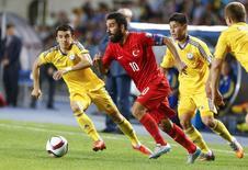 Jogador turco Arda Turan em partida da Turquia contra o Cazaquistão. 12/06/2015 REUTERS/Shamil Zhumatov