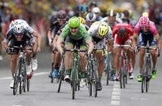 Lotto-Soudal rider Andre Greipel of Germany (2ndL) sprints to win the 189.5-km (117.7 miles) 5th stage of the 102nd Tour de France cycling race from Arras to Amiens, France, July 8, 2015.    REUTERS/Eric Gaillard