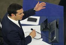 Alexis Tsipras au Parlement européen, à Strasbourg. La Grèce doit présenter jeudi ses propositions de réforme de la dernière chance pour obtenir une nouvelle aide financière de ses créanciers et rester dans la zone euro. /Photo prise le 8 juillet 2015/REUTERS/Vincent Kessler