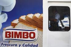 Publicidad de la mexicana Grupo Bimbo, visto en un camión en Ciudad de México, 24 de marzo de 2015. El gigante mexicano de panificación Grupo Bimbo dijo el jueves que alcanzó un acuerdo final para adquirir el 100 por ciento de las acciones de la española Panrico S.A.U. por 190 millones de euros (209.63 millones de dólares) en efectivo. REUTERS/Edgard Garrido