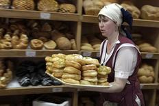 """An employee carries baked breadstuffs at the shop of the bakery """"Kozachy Khleb"""" (Cossacks' Bread) in the settlement of Novotroitskaya near Stavropol, southern Russia, January 27, 2015. REUTERS/Eduard Korniyenko (RUSSIA - Tags: FOOD BUSINESS)"""