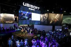 L'éditeur de jeux vidéo Ubisoft a publié jeudi pour le premier trimestre 2015-2016 un chiffre d'affaires en baisse de 73,2% par rapport à celui de 2014-2015 qui avait profité de la sortie du jeu d'action Watch Dogs. /Photo prise le 16 juin 2015/REUTERS/Lucy Nicholson