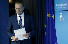Le président du Conseil européen, Donald Tusk, a déclaré que les dirigeants de la zone euro étaient parvenus lundi matin à un accord avec la Grèce qui bénéficiera d'une aide du Mécanisme européen de stabilité (MES) en contrepartie de la mise en oeuvre par Athènes de réformes sérieuses. /Photo prise le 13 juillet 2015/REUTERS/Francois Lenoir
