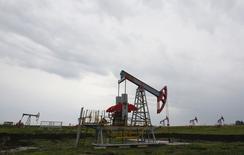 Станки-качалки на Бузовьязовском нефтяном месторождении в Башкортостане. 11 июля 2015 года. Цены на нефть снижаются, потому что рынок в ближайшее время ждет соглашения о ядерной программе Ирана. REUTERS/Sergei Karpukhin