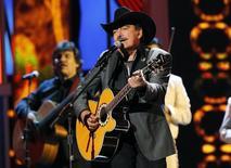 Joan Sebastian durante apresentação no Grammy Latino em Las Vegas.  15/11/2012.    REUTERS/Mario Anzuoni