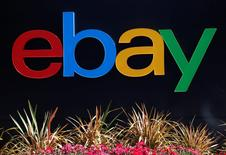 El logo de eBay en un edificio de oficinas en San Jose, EEUU, mayo 28 2014. La empresa de comercio electrónico eBay Inc dijo que venderá su negocio de empresas a un consorcio liderado por la empresa de capital privado Permira por 925 millones de dólares, en la medida en que ordena sus operaciones antes de su separación de PayPal Holdings Inc. REUTERS/Beck Diefenbach