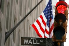 Wall Street a ouvert en baisse mardi, sous le coup de résultats décevants de quelques poids lourds de la cote, tels qu'IBM et United Technologies. Le Dow Jones perdait 0,65% vers 13h40 GMT, le Standard & Poor's 500 reculait de 0,13% et le Nasdaq Composite de 0,15%. /Photo d'archives/REUTERS/Lucas Jackson