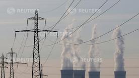 """La Commission européenne a enjoint mercredi à la France de récupérer auprès d'EDF une aide fiscale d'environ 1,37 milliard d'euros remontant à 1997 et """"incomptable avec les règles de l'UE en matière d'aides d'Etat."""" /Photo d'archives/REUTERS/Christian Hartmann"""