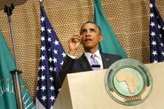 Президент США Барак Обама выступает на встрече Африканского союза в Аддис-Абебе. 28 июля 2015 года. Президент США призвал народы Африки уважать демократические права и создавать рабочие места, чтобы избежать погружения континента в хаос. REUTERS/Jonathan Ernst