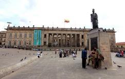 El Capitolio Nacional, sede del Congreso colombiano, en Bogotá, abr 7 2015. Colombia buscará la aprobación en el Congreso de un presupuesto de gastos por 215,9 billones de pesos (75.610 millones de dólares) para el 2016, superior en un 2,5 por ciento frente al vigente este año, en momentos en que el país enfrenta una fuerte caída de su renta petrolera, informó el miércoles el Ministerio de Hacienda. REUTERS/Jose Miguel Gomez