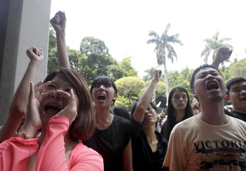 Taiwan students storm education ministry compound in textbook protest