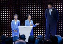 China's speed skater Yang Yang (C) looks towards basketball player Yao Ming, with free skier Li Nina (L), during Beijing's 2022 Winter Games presentation at the 128th International Olympic Committee Session in Kuala Lumpur, Malaysia, July 31, 2015. REUTERS/OLIVIA HARRIS