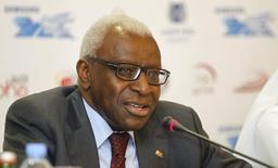 Presidente da Associação Internacional de Federações de Atletismo, Lamine Diack, durante encontro em Doha, no Catar.   10/05/2012   REUTERS/Mohammed Dabbous
