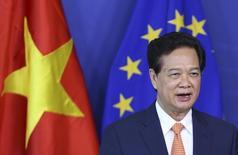 Le Premier ministre vietnamien, Nguyen Tan Dung, lors d'une visite au siège de la Commission européenne. Après deux ans et demi de négociations, l'Union européenne et le Vietnam ont conclu un accord politique sur un traité de libre-échange, /Photo prise le 13 octobre 2014/REUTERS/François Lenoir