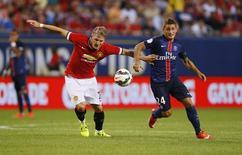 Bastian Schweinsteiger (de vermelho) em partida do Manchester United contra o Paris Saint-Germain, nos Estados Unidos.   29/07/2015  Action Images via Reuters / Jeff Haynes