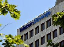 La privatisation de Telekom Slovenija TLKM est annulée après le retrait de l'offre du seul candidat en lice, le fonds britannique de capital-investissement Cinven. /Photo d'archives/REUTERS/Srdjan Zivulovic