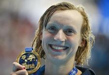 Katie Ledecky of the U.S. poses with her gold medal after the women's 1500m freestyle final at the Aquatics World Championships in Kazan, Russia, August 4, 2015.                     REUTERS/Hannibal Hanschke