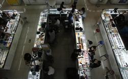 L'indice Caixin/Markit des directeurs d'achat dans le secteur des services (PMI) en Chine s'est établi à 53,8 en juillet, contre 51,8 en juin, soit à son plus haut niveau depuis août 2014. Il s'agit du douzième mois consécutif d'expansion pour le secteur chinois des services. /Photo d'archives/REUTERS/Kim Kyung-Hoon