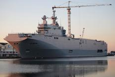 The Mistral-class helicopter carrier Vladivostok is seen at the STX Les Chantiers de l'Atlantique shipyard site in Saint-Nazaire, September 4, 2014.  France will not deliver the first of two helicopter carriers to Russia for now because of Moscow's actions in eastern Ukraine, the French president's office said on Wednesday.    REUTERS/Stephane Mahe (FRANCE - Tags: BUSINESS MILITARY POLITICS) - RTR44VKK