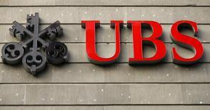 The logo of Swiss bank UBS is seen at an office building in Zurich July 27, 2015.  REUTERS/Arnd Wiegmann