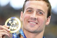 Ryan Lochte of the U.S. poses with his gold medal after winning the men's 200m individual medley final at the Aquatics World Championships in Kazan, Russia August 6, 2015. REUTERS/Hannibal Hanschke