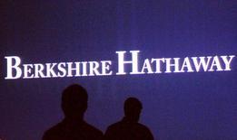 Berkshire Hathaway, la société du financier américain Warren Buffett, a annoncé lundi le rachat de Precision Castparts pour quelque 37,2 milliards de dollars (34,0 milliards d'euros), dette comprise. /Photo d'archives/REUTERS/Rick Wilking