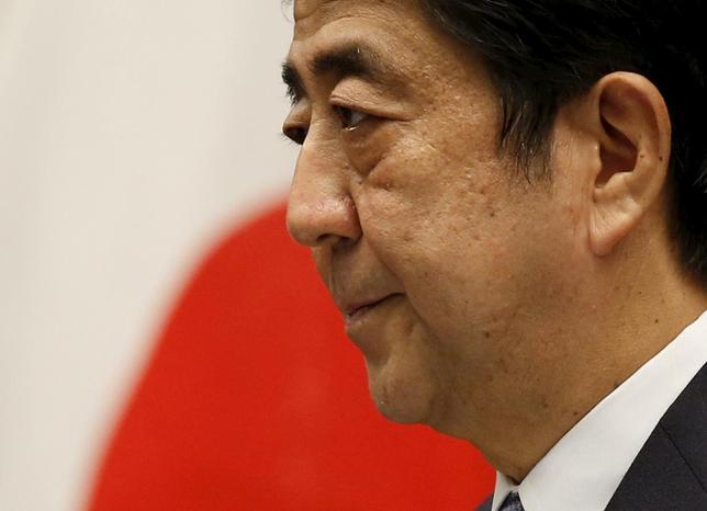 8月14日、安倍晋三首相が戦後70年談話を発表。写真は首相官邸で談話を発表する同首相(2015年 ロイター/Toru Hanai)