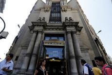 """La bolsa de valores peruana en Lima, abr 7 2015. El proveedor del índice MSCI dijo que consultará con los inversionistas si reclasifica a Perú a la condición de """"mercado fronterizo"""", porque sólo unas pocas de sus acciones cumplen con el requisito de mercado emergente.  REUTERS/Mariana Bazo"""