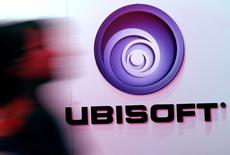 "Ubisoft est une des valeurs à suivre mercredi à la Bourse de Paris après l'annonce du report au 1er décembre de la sortie de son jeu ""Rainbow Six Siege"" basé sur l'univers du romancier Tom Clancy. /Photo d'archives/REUTERS/Jonathan Alcorn"