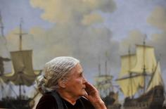 British novelist Doris Lessing waits to receive the Nobel Prize for Literature at the Wallace Collection in London January 30, 2008.      REUTERS/Toby Melville