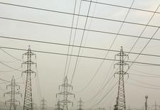 Le producteur américain d'électricité Southern Co a dit lundi qu'il allait acquérir AGL Resources pour 8 milliards de dollars (7 milliards d'euros) en numéraire, créant ainsi le deuxième groupe américain de services aux collectivités par le nombre de clients, derrière Exelon. /Photo d'archives/REUTERS/Marcelo del Pozo