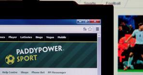 Le groupe britannique de paris en ligne Betfair et son concurrent irlandais Paddy Power ont annoncé mercredi un accord de principe sur leur fusion, une opération de cinq milliards de livres (6,8 milliards d'euros), dernière étape en date de la concentration du secteur.  /Photo d'archives/REUTERS